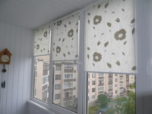 Установка рулонных штор на пластиковые окна в Самаре